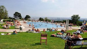 Krapfenwaldbad is a public pool with a magnificent view over Vienna
